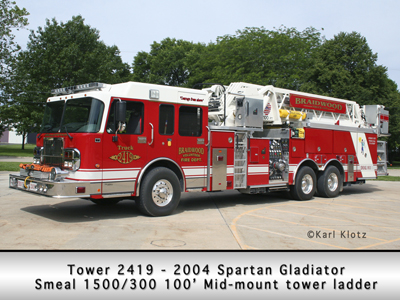 Braidwood FD Spartan Smeal mid-mont tower ladder