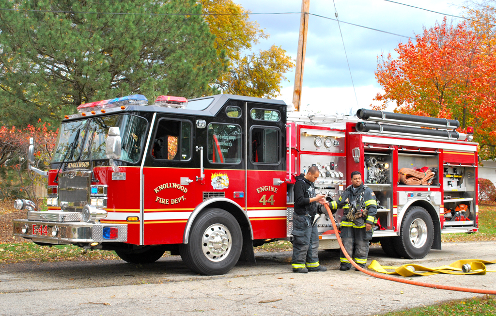 Knollwood FD E-ONE Typhoon pumper