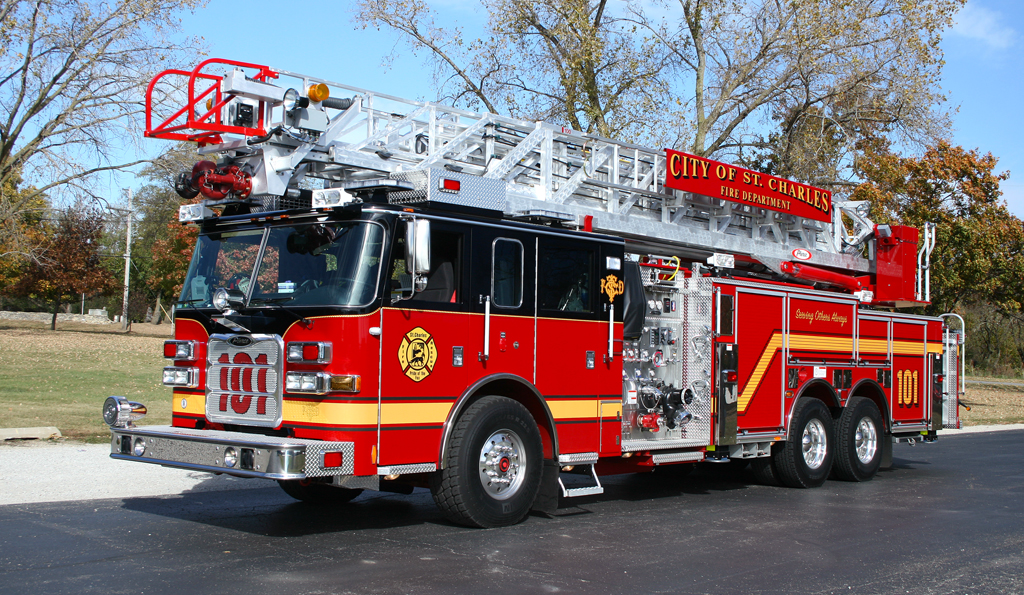 St Charles Fire Department Pierce Arrow XT 100' quint