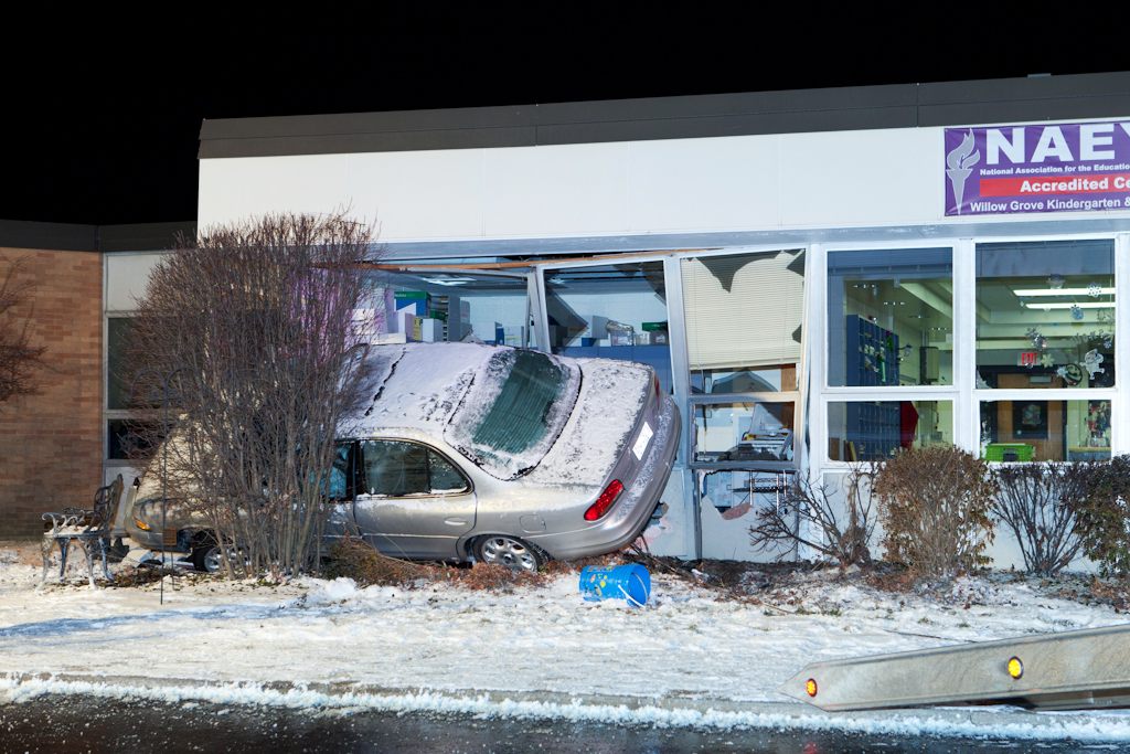 Buffalo Grove car crashes into Willow Grove School