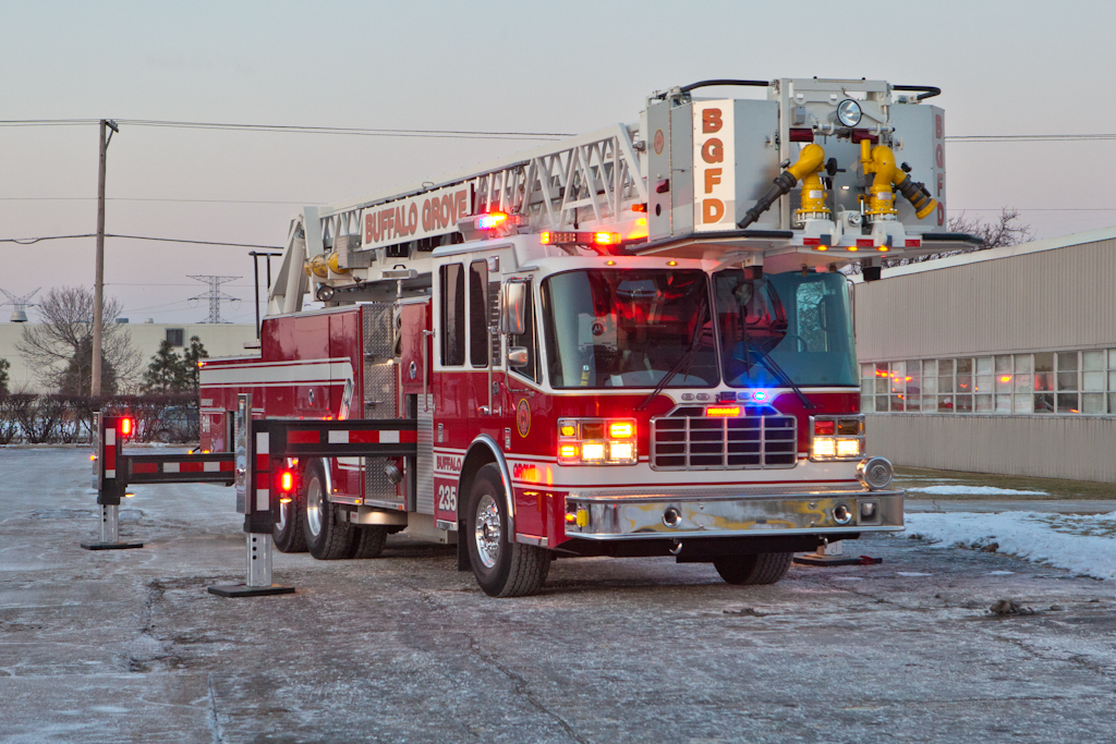 Wheeling industrial fire 12-19-10 Buffalo Grove Ferrara tower ladder