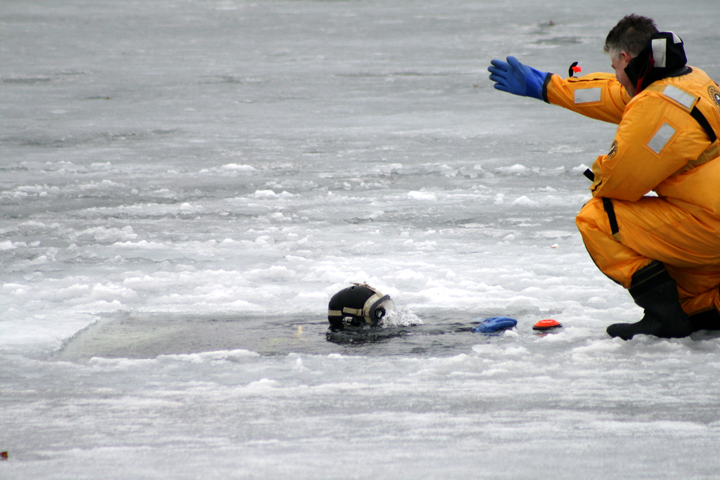 Evanston Fire Department ice dive training