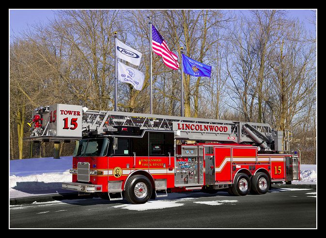 Lincolnwood Fire Department Pierce Arrow XT tower ladder