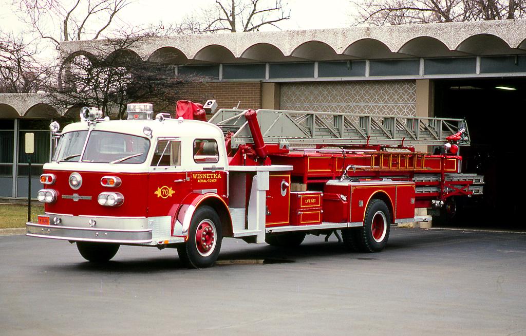 Winnetka Fire Department American LaFrance mid-mount aerial