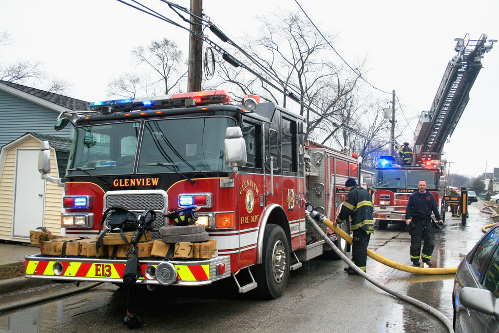Neighbors pull woman from burning mobile home in Glenview