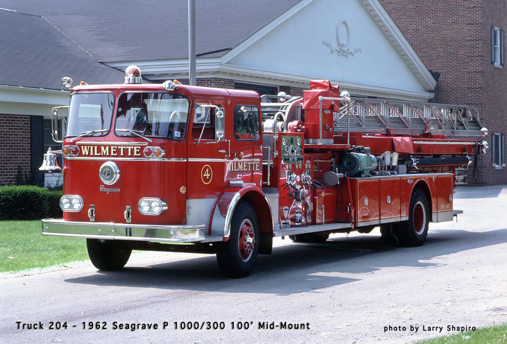 Wilmette Fire Department 1962 Seagrave mid-mount quint