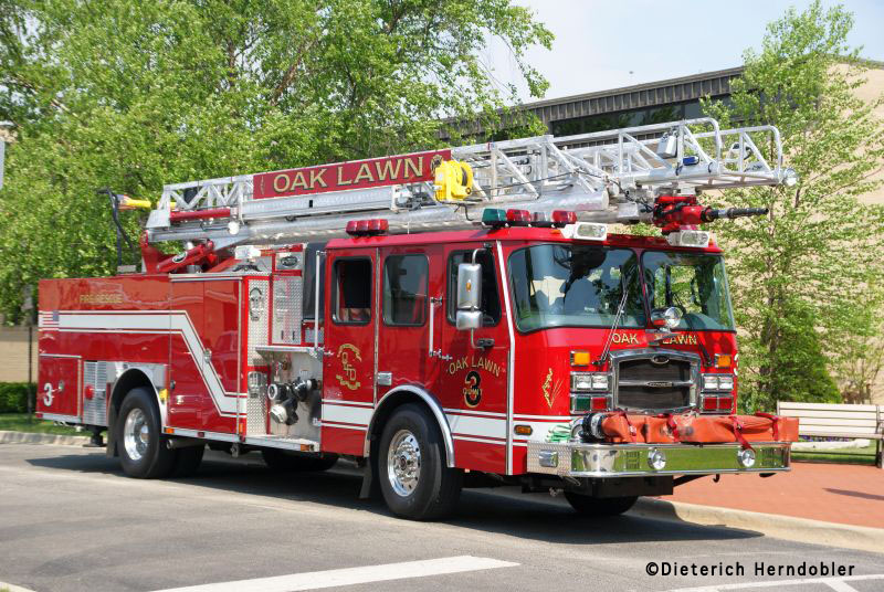 Oak Lawn Fire Department Quint 3 E-ONE HP75