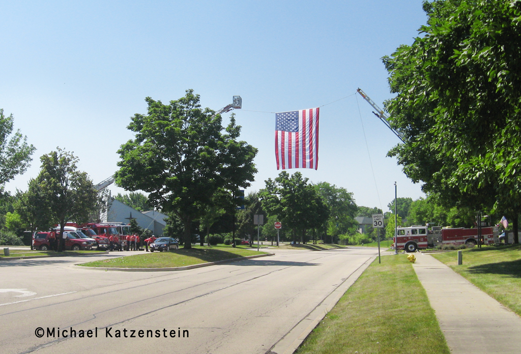 Local police and firefighters welcome local soldier home - Vernon Hills IL