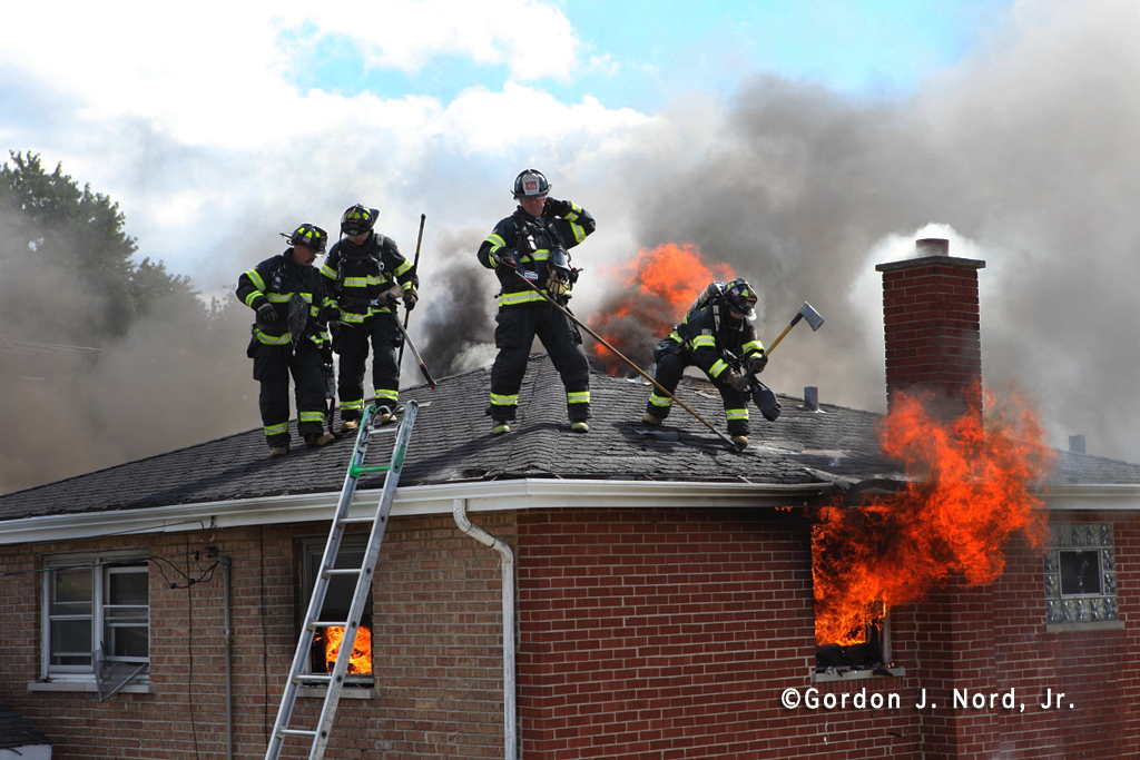 Firefighters Ventilating A Roof 171 Chicagoareafire Com
