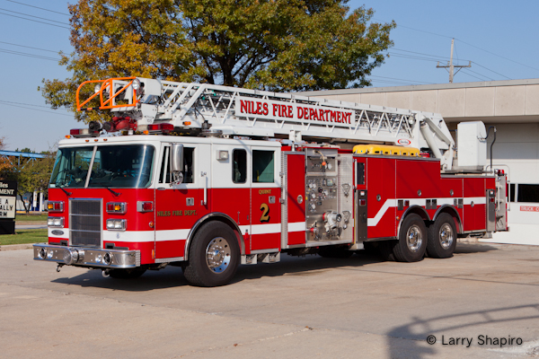 Niles Fire Department Pierce Lance quint Trotwood Fire Department