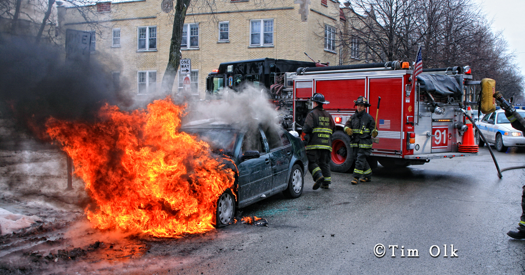 Chicago Engine 91 fights car fire