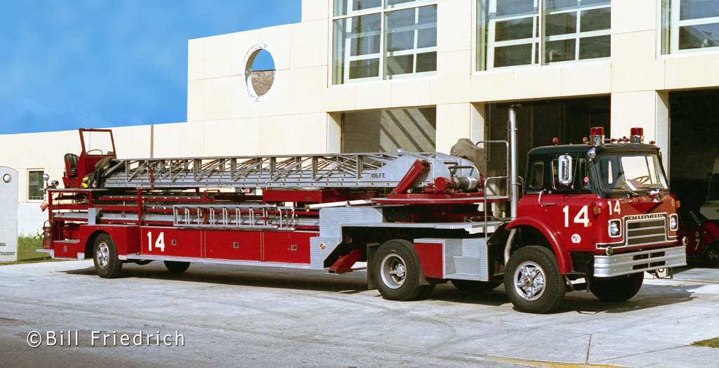 Chicago Fire Department 1978 Seagrave tractor-drawn aerial