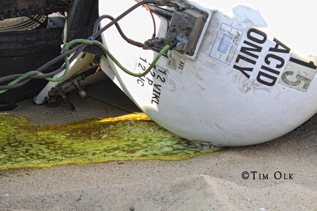 tanker rolls over on I294 near Alsip 3-20-12 hydrochloric acid spill
