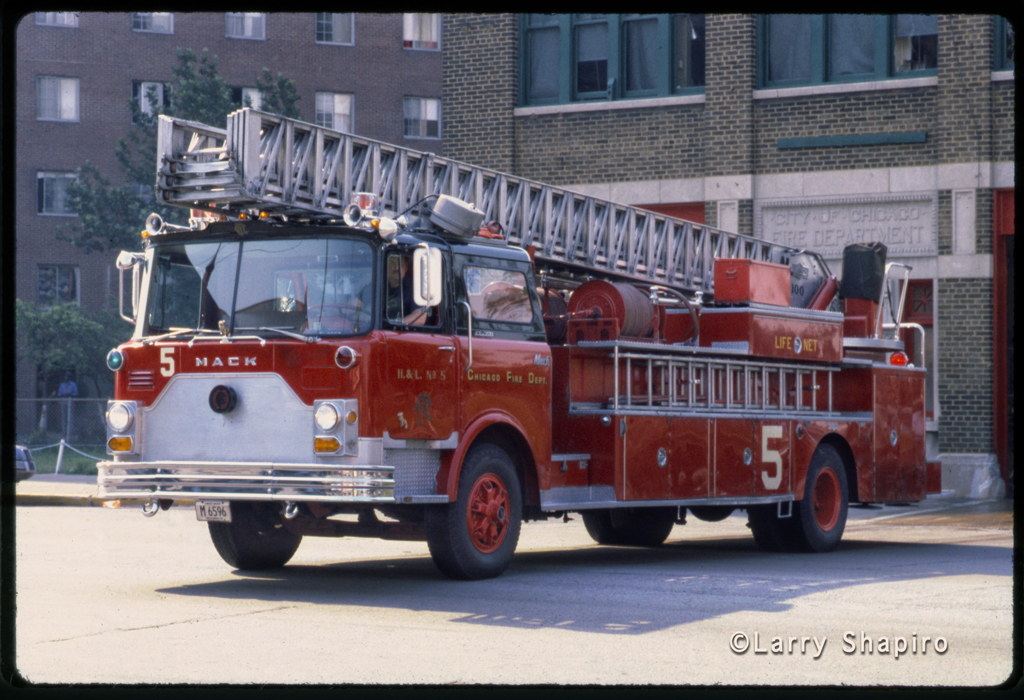 Chicago Fire Department Truck 5 1972 Mack CF Pirsch