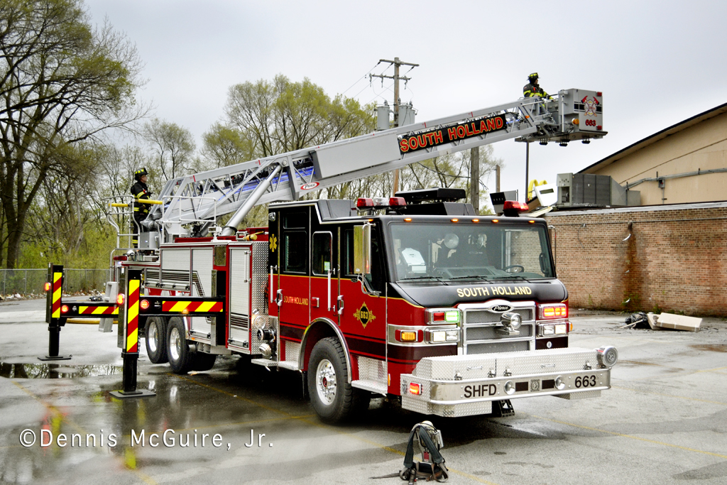 fire in vacant building on Sibley Boulevard in Dolton 3-31-12 South Holland Tower 663