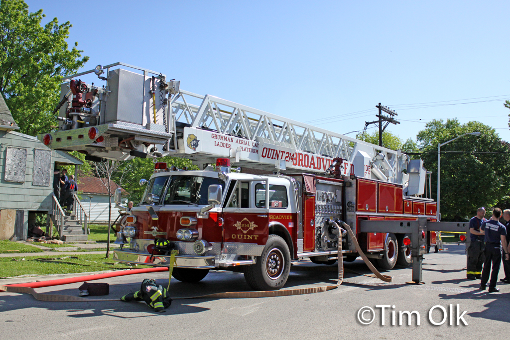 Broadview Fire Department live fire training Grumman AerialCat tower ladder