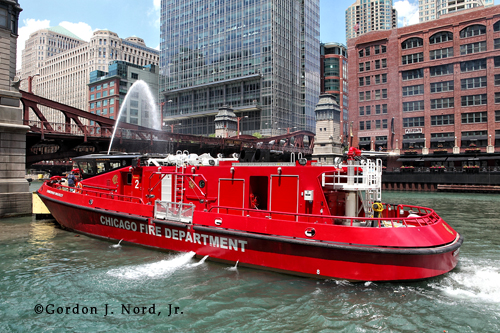 Chicago Fire Department cools hot bridges in Chicago Fire Department fireboat