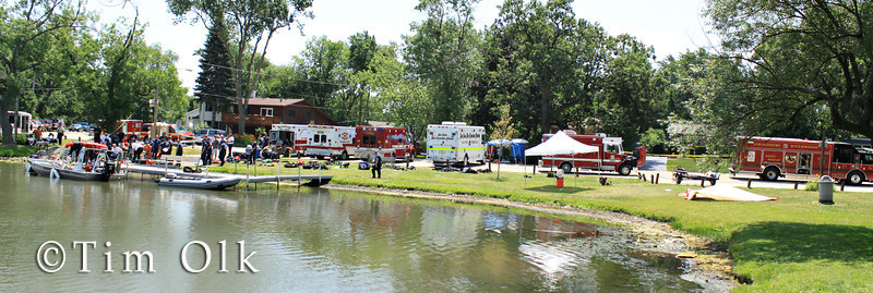 fire department divers search lake for missing man in Grayslake IL