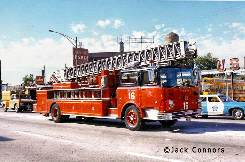 Chicago Fire Department 1968 Mack CF Pirsch aerial ladder Chicago Truck 16