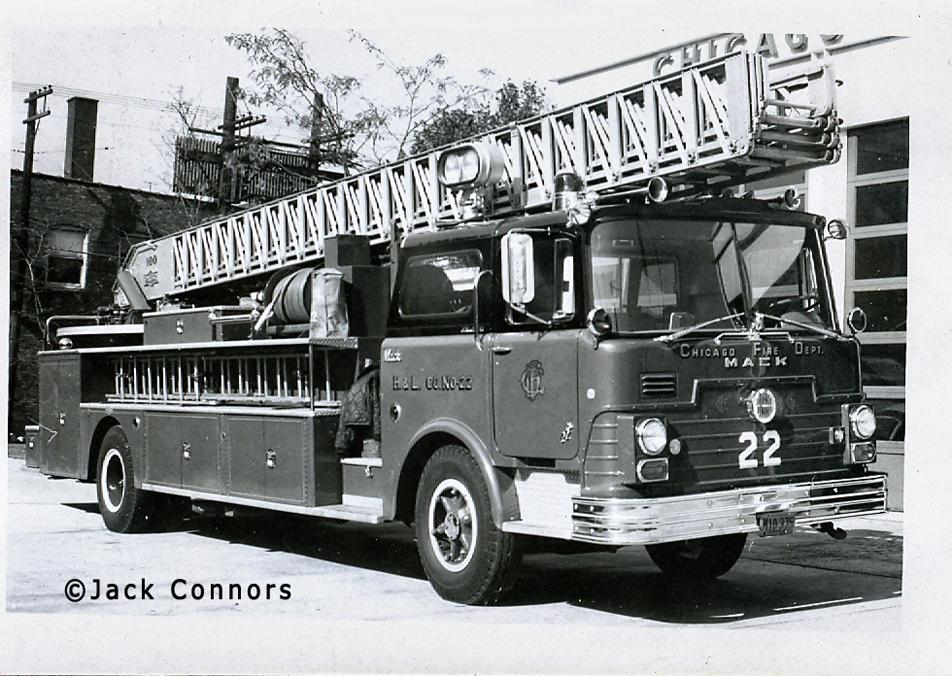 Chicago Fire Department 1968 Mack CF Pirsch aerial ladder Chicago Truck 22