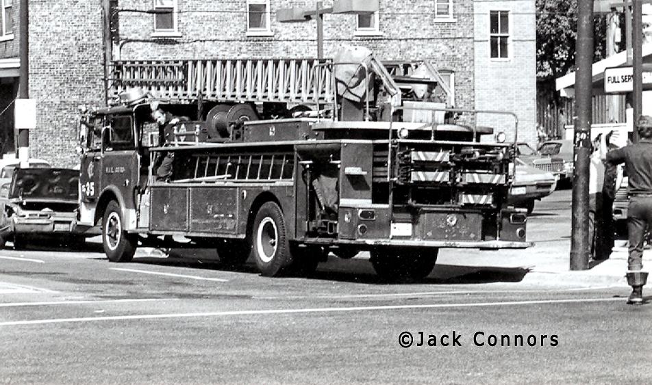 Chicago Fire Department 1968 Mack CF Pirsch aerial ladder Chicago Truck 35