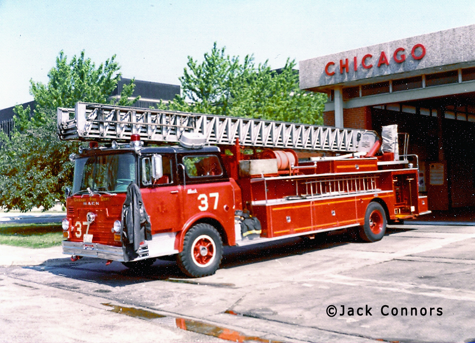 Chicago Fire Department 1968 Mack CF Pirsch aerial ladder Chicago Truck 37