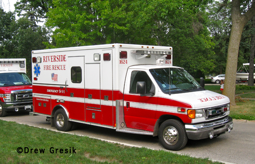 house fire on Selborne Lane in Riverside 8-2-12 Riverside Fire Department ambulance 1624