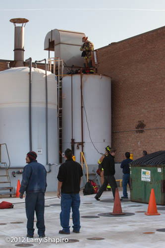 Worker dies in storage tank in Wheeling IL 11-29-12