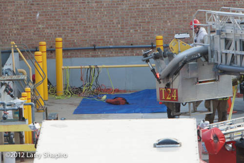 worker dies in chemical storage tank in Wheeling IL 11-29-12