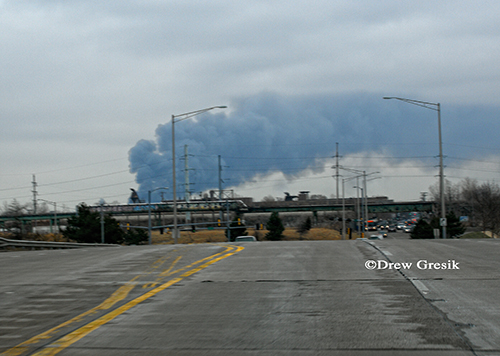 Chicago 4-11 Alarm fire at 2444 W. 21st Street 12-29-12 large smoke header in the sky