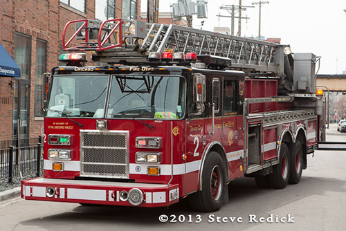 Chicago FD Pierce ladder truck