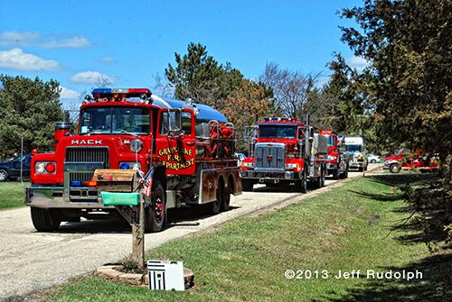 large garage burns in Lake Villa