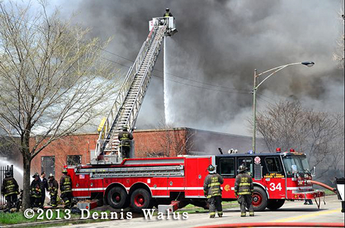 big fire in vacant Chicago warehouse