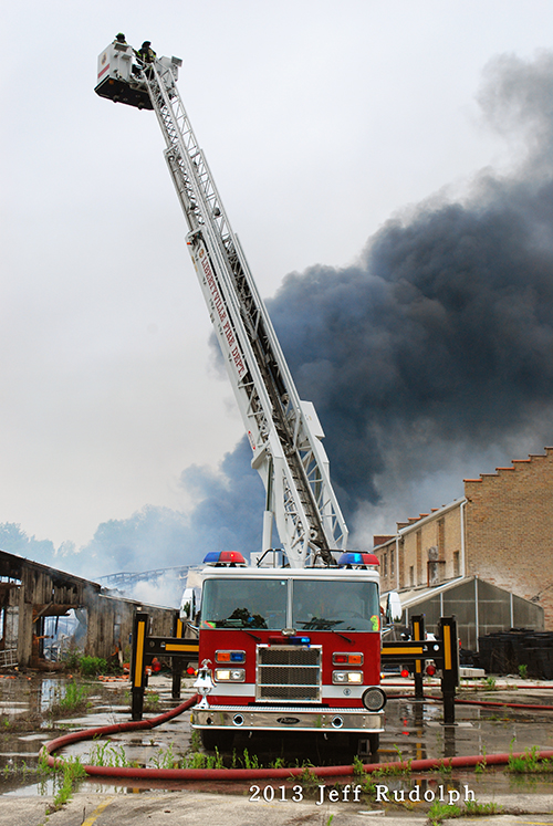 large fire in Libertyville at the Jamaican Gardens nursery