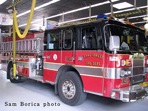Lake Forest FD Engine 421.