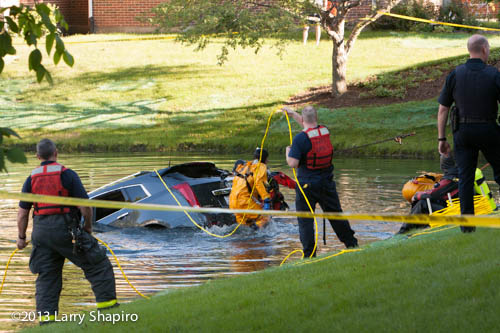 man drowns in Arlington Heights after driving into pond
