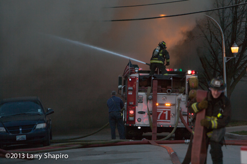 Massive 4-alarm fire on Chicago's north side destroys strip center and 5 stores. Larry Shapiro photo