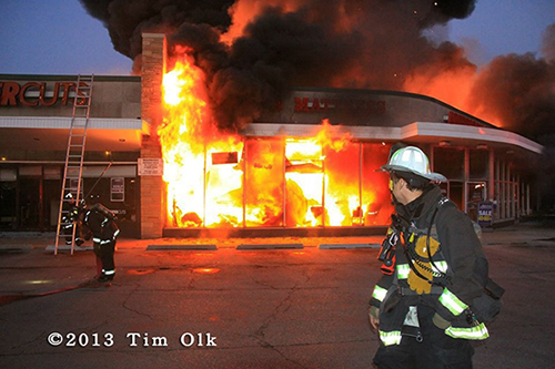 Massive 4-alarm fire on Chicago's north side destroys strip center and 5 stores