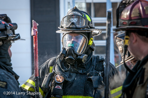 fireman wearing his air mask