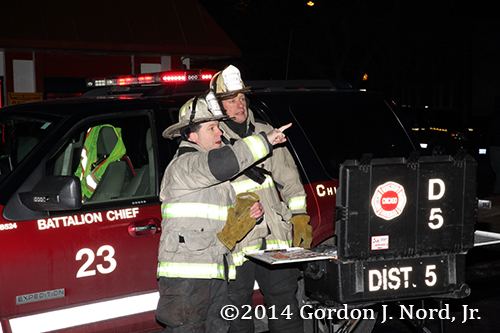 chief fire officers in Chicago discuss strategy at fire scene