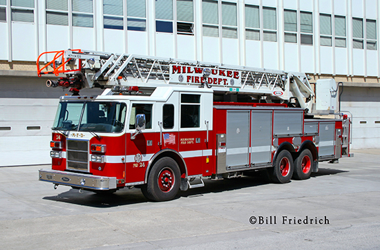 photo of Milwaukee Fire Department ladder truck