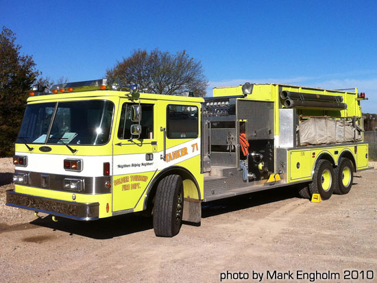 green fire truck photo