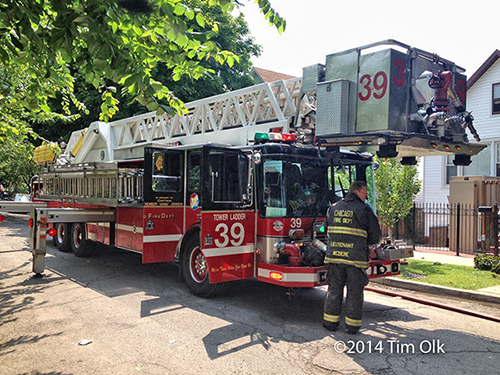 Chicago FD LTI tower ladder