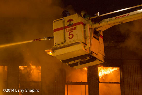 Chicago Snorkel battles fire at night