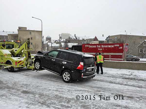 winter multiple vehicle crash in Chicago