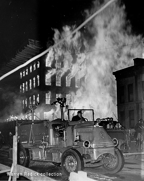 Chicago FD Mack Bulldog pressure wagon at massive fire in 1049