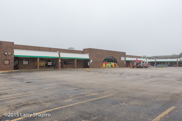 vacant strip mall for auction