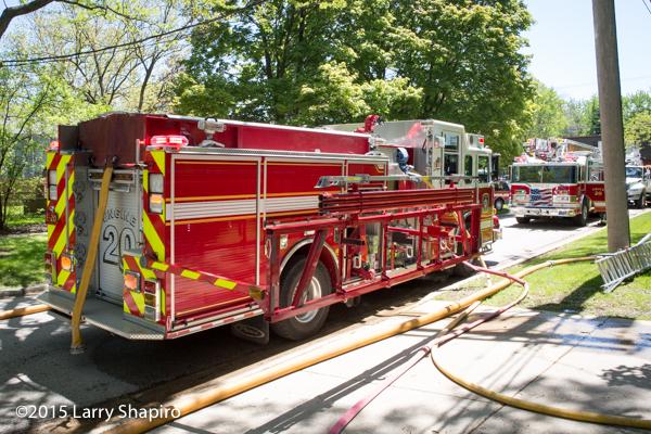 Pierce fire engine with hydraulic ladder rack