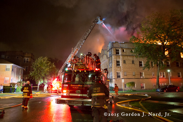 apartment building fire in Oak Park IL