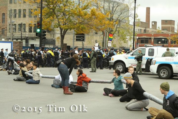 protest in Chicago blocks street